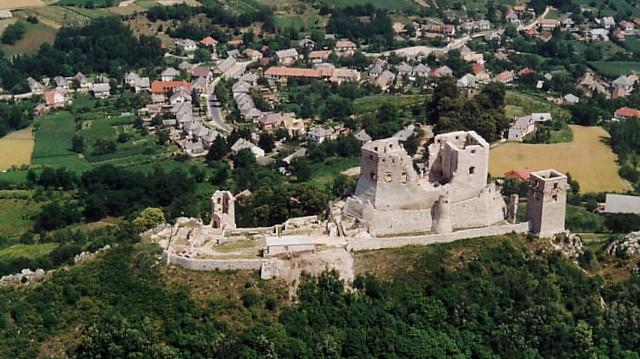 Melyik megyében található a Cseszneki vár?