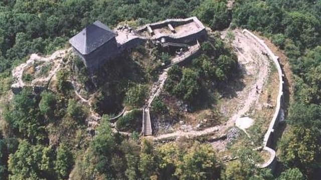 Melyik megyében található Salgó vára?