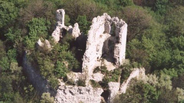 Melyik vár nem Heves megyében található?