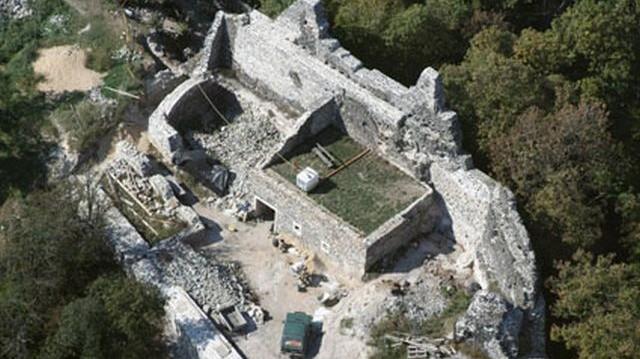 Melyik vár nem Fejér megyében található?