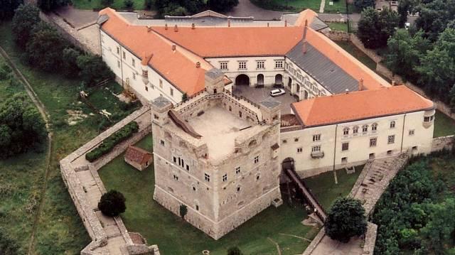 Melyik vár nem Nógrád megyében található?