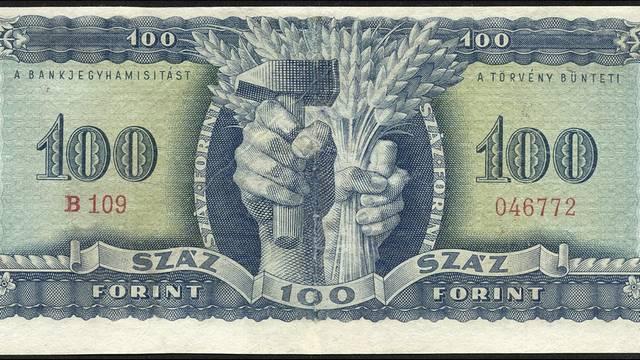 A pengő után mikor vezették be Magyarországon a forintot?