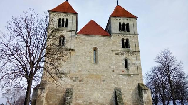 A templom a török időkben egy ideig mecsetként is funkcionált. Melyik Árpád-kori templomunkról van szó?