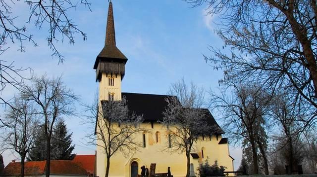 A templom a 13. században épült a névadó patak egyik árterületéből kiemelkedő száraz területen. Melyik templomunkról van szó?