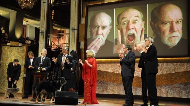 Kiről nevezték el az amerikai humoristák legrangosabb elismerését?