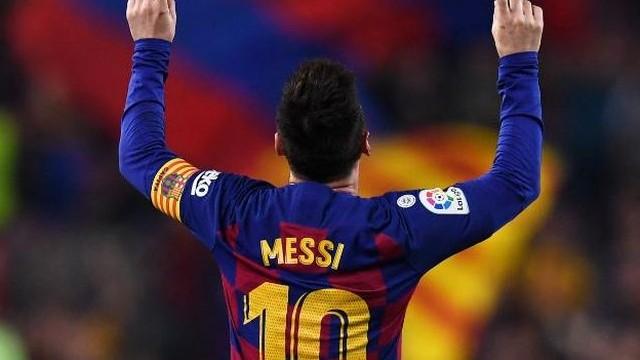 Lionel Messi profi pályafutása során mindössze egy futballista mezét kérte el. Kiét?