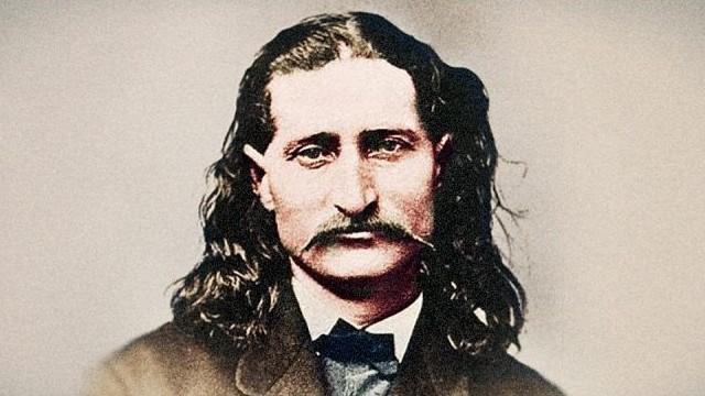 1876. augusztus 2-án este, amikor Vad Bill Hickok,a legendás vadnyugati figura pókerezett Deadwood Cityben, egy McCall nevű fickó hátulról fejbe lőtte. A legenda szerint melyik 4 lap volt a kezében?