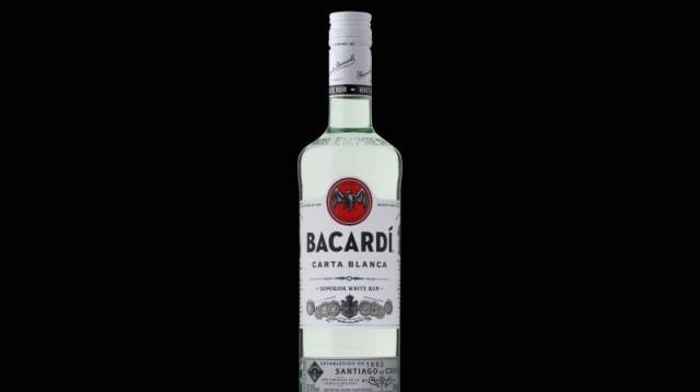 Melyik, John Vereker kormányzósága és Alex Scott miniszterelnöksége alatt álló területen gyártják az eredeti Bacardi rumot?