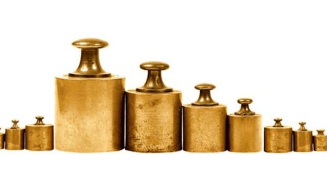 Melyik az a növény, amelynek magvai minden körülmény között azonos súlyúra érnek meg, ezért alkalmazták az ókorban karátként; a drágakövek, az arany és az orvosságok súlymértéke volt?