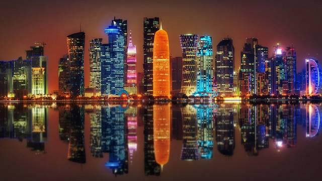 Katarban az egy főre jutó GDP: 138,910$. Katar, mint sok szomszédja, az olajnak köszönheti gazdagságát. Az olaj mellett Katar földgázt is exportál. Az ország lakosai nem fizetnek jövedelemadót.