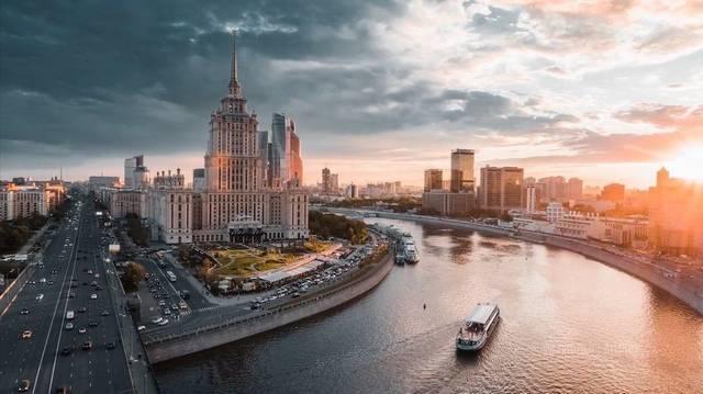 Moszkva lakosainak száma körülbelül 12 500 123 fő.