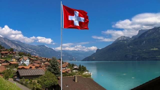 Hány európai országgal határos Svájc?
