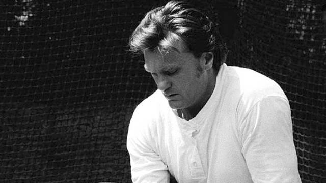 Zsivótzky Gyula (1937-2007) a Nemzet Sportolója címmel kitüntetett olimpiai bajnok atléta, sportvezető. Négy olimpián vett részt, 13 egymást követő évben lett magyar bajnok. Milyen sportágban?