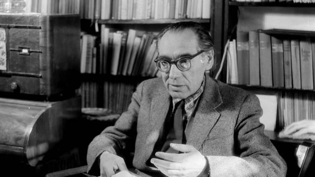 Szabó Lőrinc Kossuth- és József Attila-díjas költő, műfordító, a modern magyar líra egyik nagy alakja. Mikor jelent meg első verses kötete, a Föld, Erdő, Isten?