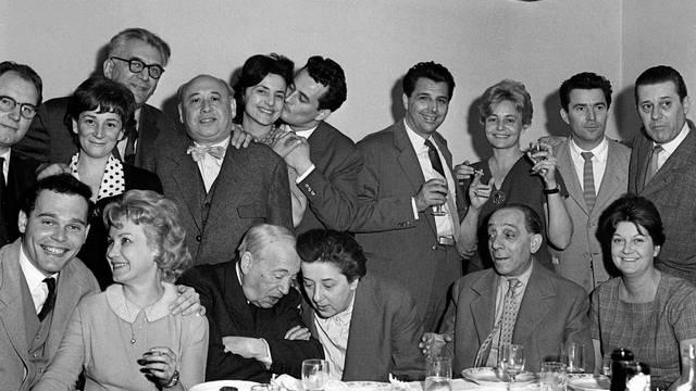 A Szabó család 48 éven át a Magyar Rádióban hallható rádiós szappanopera volt. A műsor népszerűsége az 1960-as években volt a legnagyobb, később fokozatosan csökkent. Hány rész készült belőle?