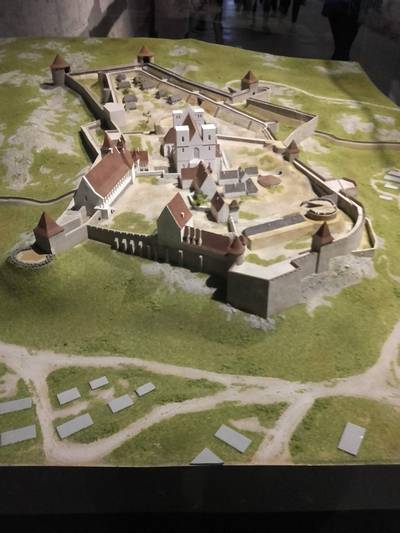 Következő úti célunk Eger. Mikor épült az egri vár?