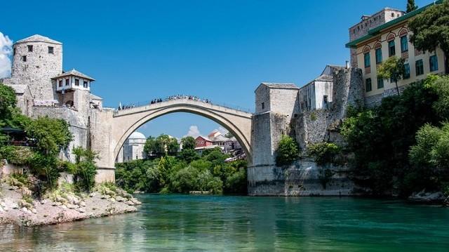 Melyik ország fővárosa Szarajevó?
