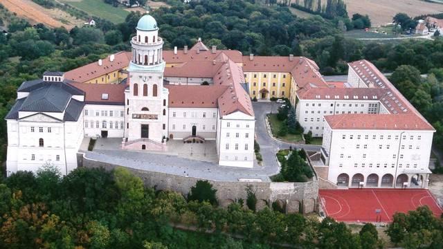 Magyarországon mennyi a Világörökség részét képző helyszín található?