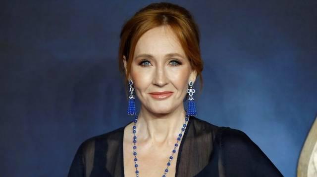 """Melyik regény főhősének az """"anyja"""" Joanne Kathleen Rowling"""