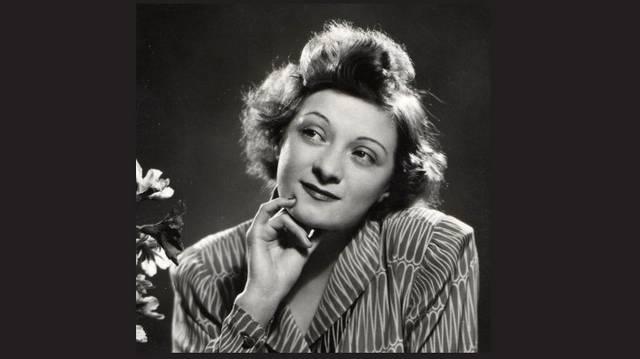 Kossuth-díjas színésznő, komikaként kezdte pályafutását, majd drámai feladatokban is bizonyította zsenialitását.