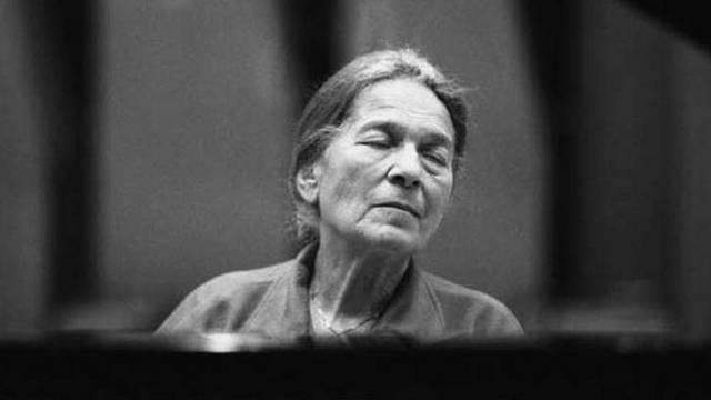 Világszerte elismert zongoraművész, csaknem hét évtizeden át volt a magyar zenei előadóművészet meghatározó alakja.