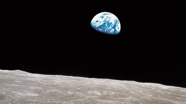 A NASA melyik járműve juttatott embert másodikként a Hold felszínére?