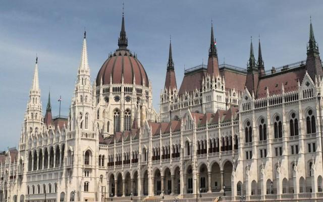 Otthon vagy a magyar politikában?