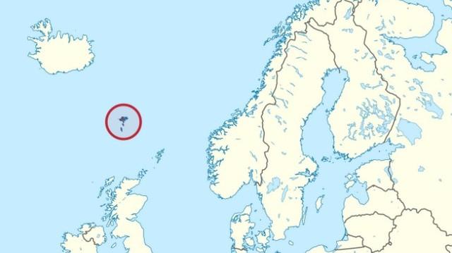 A pirossal bekarikázott szigetcsoport, a Dán Királyság autonóm területe. Neve magyarul Juh-szigeteket jelent. Mi a szigetcsoport neve? (Fotó: hu.wikipedia.org)