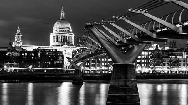 Az itt felsorolatak közül, melyik található Londonban?