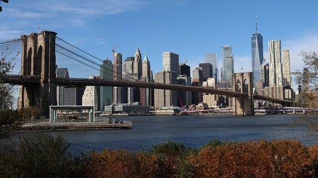 Melyik az a folyó, amelyik nem New Yorkon folyik keresztül?
