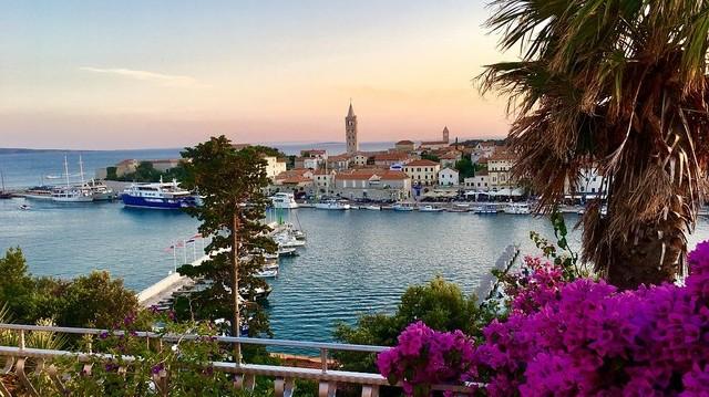 Melyik horvát tengerparti nyaralóhelyen készült ez a kép?