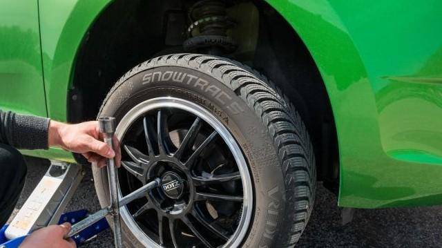 Ki az az egyetlen brit uralkodó, akit megtanítottak kereket cserélni egy gépjárművön?