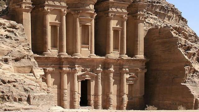 Akárcsak Petra városát