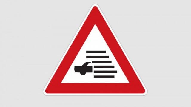 Mire figyelmeztet ez a közlekedési tábla?