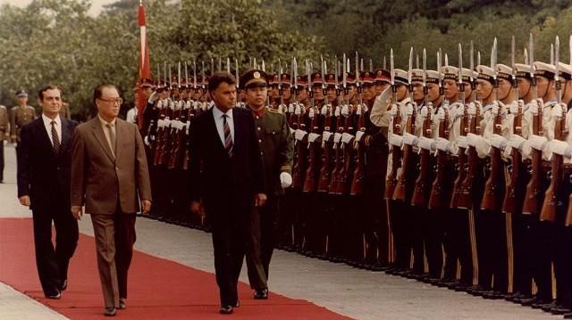 Felipe González spanyol miniszterelnök 1982-es beiktatásán ki képviselte Kolumbiát?