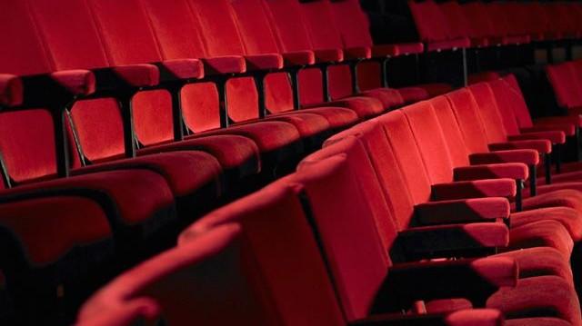 Melyik az az ország, amelyik pár éve vett részt először a Cannes-i Filmfesztiválon, mert négy évtizedig egyetlen mozi sem üzemelhetett az államban?