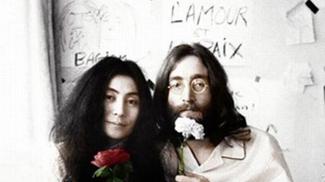 """John Lennon és Yoko Ono 1969-es házasságkötését követően melyik városban került sor az egy hétig tartó """"Ágyban a békéért"""" című performanszukra?"""