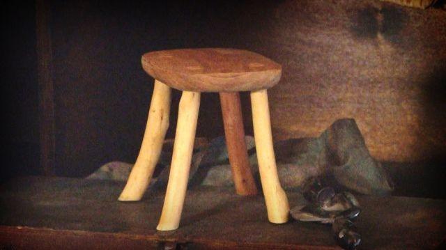 Az előírás szerint mit nem lehet használni a Luca széke elkészítéséhez, ami más széknél megengedett?