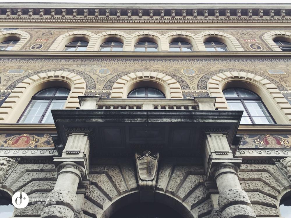 Ki volt az első olyan ismert roma származású képzőművész , aki elvégezte a Magyar Képzőművészeti Egyetemet?