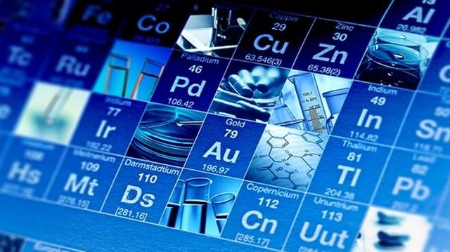 Két radioaktív sugárzást kibocsátó elemet Marie Skłodowska-Curie és Pierre Curie fedezte fel. Melyikeket?