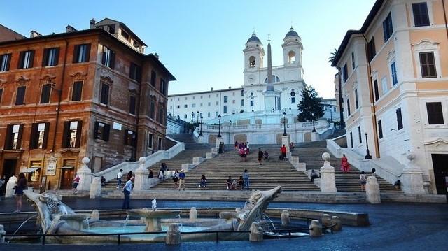 Melyik városban található a Spanyol lépcső?