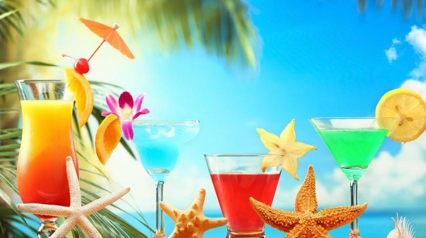 Milyen alkoholos ital található a Cuba Libre nevű koktélban?