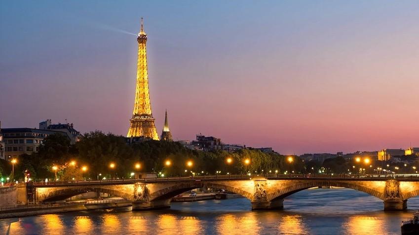 Mit jelent a francia Bonjour szó?
