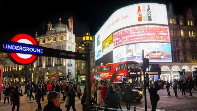 Melyik városban található a Piccadilly Circus?