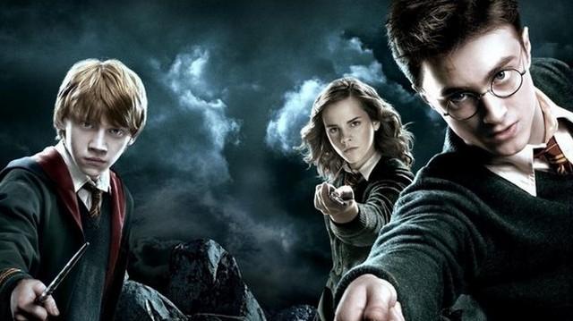 Ki játszotta Harry Potter című filmsorozatban Harry Pottert?