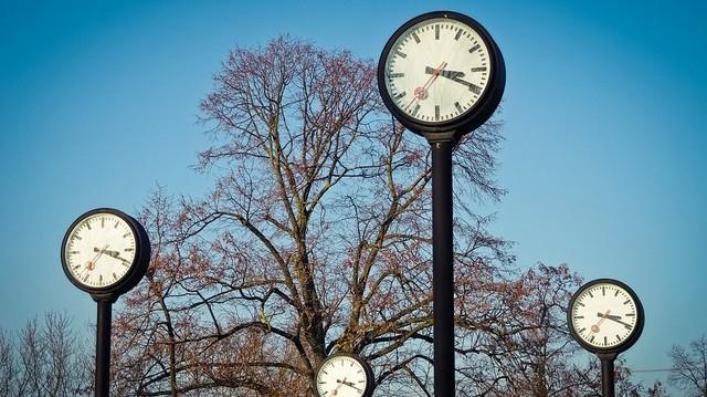 Hány óra van Budapesten, ha Londonban 12:00?