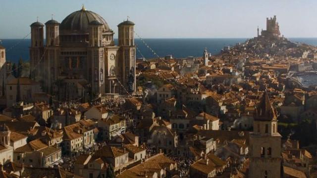 A Hét Királyság fővárosának (Trónok harca), Királyvárnak fő színtere melyik városban található valójában?