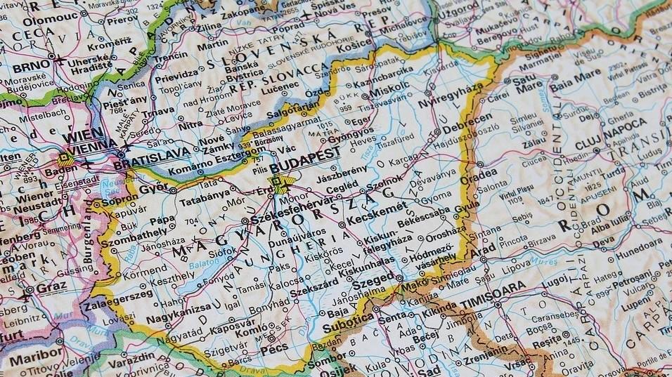 Az alábbiak közül melyik megye határos Ausztriával?
