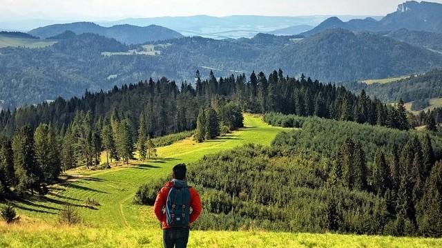 Az alábbiak közül mely országon át vezet az El Camino?