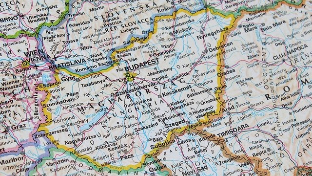 Az alábbiak közül mely város NEM megyeszékhely?